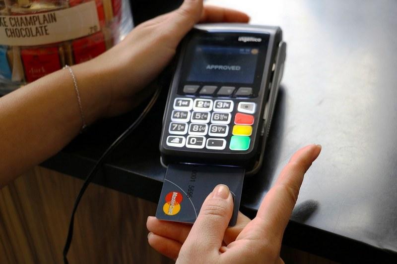 Фото как расплачиваться картой с чипом