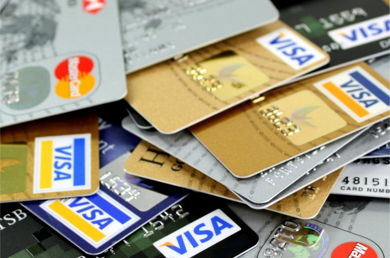 Чем отличается дебетовая карта от кредитной карты?