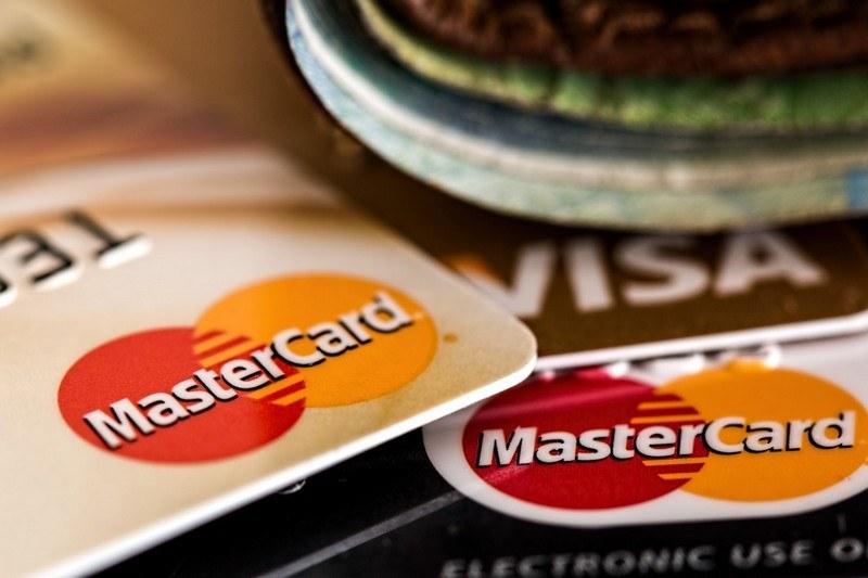 Можно ли перевести деньги с кредитной карты Сбербанка на другую карту